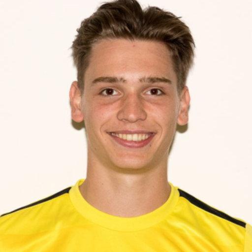 Linksback Jelle Geenens tekent contract voor huidig seizoen